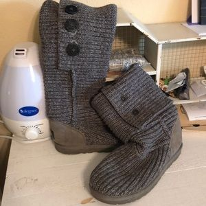 "Grey ""sweater"" uggs size 9"